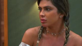 """Fora da Ilha Record, Nadja acusa participante e revela boicote: """"Não faria isso com ninguém"""""""