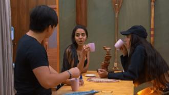 """Pyong diz que vai mudar de atitude na Ilha Record, mas Mirella não acredita: """"Tá atuando?"""""""