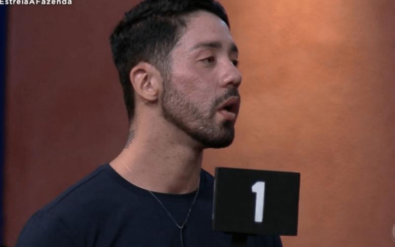 A Fazenda 13: Rico se desentende com MC Gui e dá patada em Pecoraro